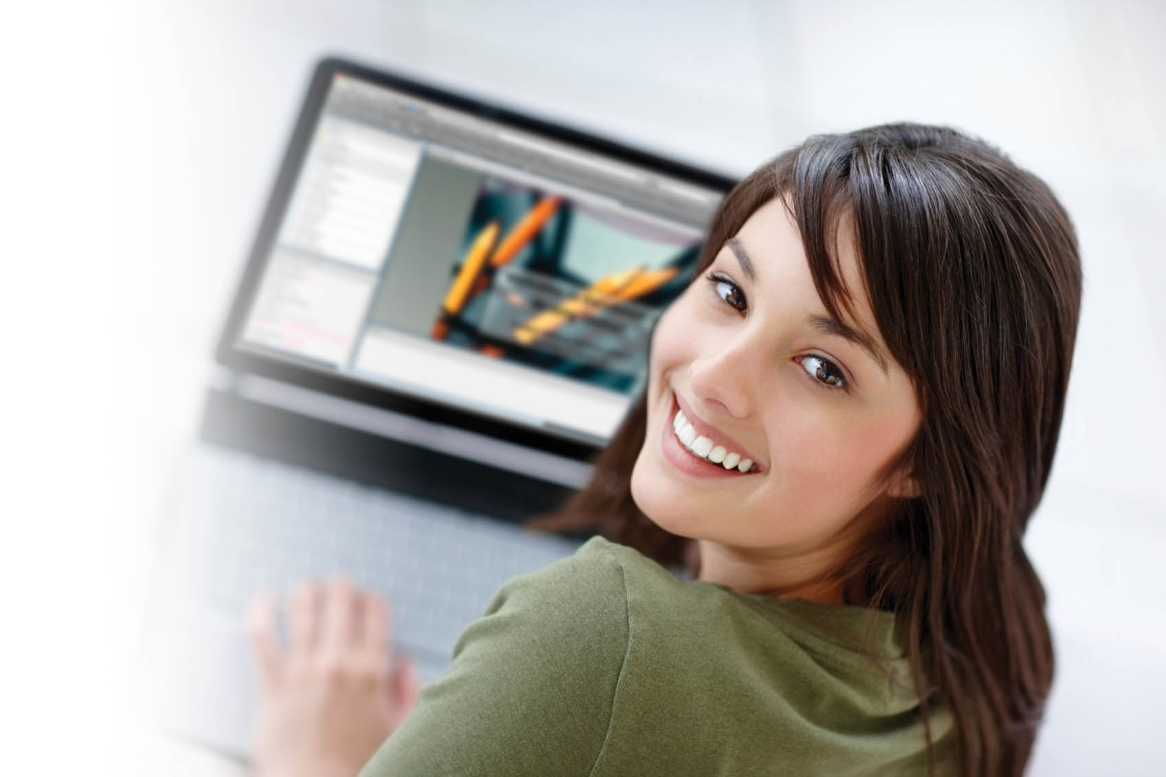 Girl smiling in front of a computer