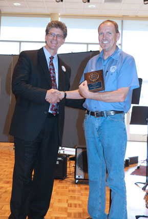 David El Fattel presents award plaque to Robert Lee