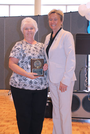 Dr. Linda Lacy presents award placque to Robin Brugger